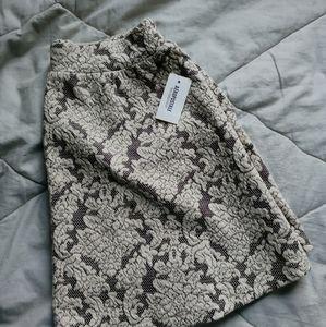 3/$25✨ Beige lace skirt | Bethany Mota x AERO